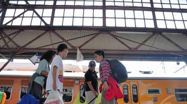 Arus Balik Mulai Padati Stasiun Senen