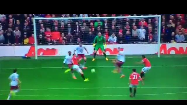 Gol gelandang Stoke City Charlie Adam ke gawang Chelsea dari jarak sekitar 65 meter sangat menakjubkan.