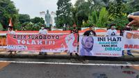Ratusan demonstran pendekar dari perguruan pencak silat Nahdhatul Ulama (Pagar Nusa) dan elemen persatuan santri se- Jawa Timur, menggelar aksi unjuk rasa menolak kedatangan Rizieq Shihab. (Foto: Liputan6.com/Dian Kurniawan)