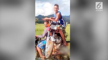 VIDEO: Pria ini Naik Motor di Atas Motor, Kok Bisa?