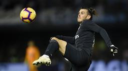 Penyerang Real Madrid, Gareth Bale tampil superior kontra Celta Vigo pada laga lanjutan pekan ke-12 La Liga 2018/19, Senin (12/11) yang berlangsung di stadion Balaidos, Spanyol. Real Madrid menang 4-2. (AFP/Miguel Riopa)