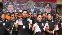 Polisi mengungkap kasus premanisme di Jakarta Barat, Kamis (28/11/2019). (foto: dok Polres Metro Jakarta Barat)