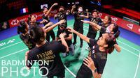 Sejumlah pebulu tangkis putri Indonesia melakukan selebrasi sebelum bertanding di matchday kedua Piala Uber 2020 di Ceres Arena, Aarhus, Denmark, Senin (11/10/2021). (Badminton Photo/Yohan Nonotte)