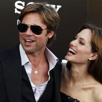 Belum lama ini Brad Pitt curhat, ia mengaku sempat ingin meninggalkan Angelina Jolie lantaran sikap sang istri yang dinilainya sudah berubah