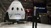 CEO SpaceX, Elon Musk memberikan beberapa keterangan saat konferensi pers peluncuran pesawat ruang angkasa SpaceX's Dragon V2 di Hawthorne, California, (29/5/2014). (REUTERS/Mario Anzuoni)