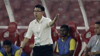 Pelatih Malaysia, Tan Cheng Hoe, saat melawan Indonesia pada laga kualifikasi Piala Dunia 2022 di SUGBK, Jakarta, Kamis (5/9). Indonesia takluk 2-3 dari Malaysia. (Bola.com/M Iqbal Ichsan)