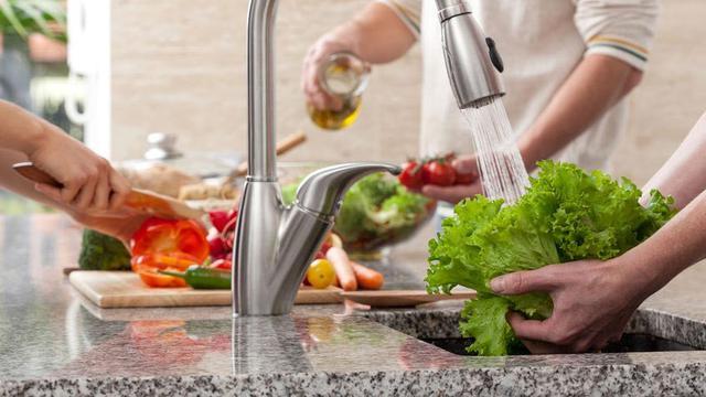 Pentingnya Mencuci Sayur Sebelum Dikonsumsi