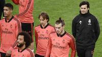 Pelatih Real Madrid, Santiago Solari, memimpin sesi latihan jelang laga Liga Champions di Roma, Italia, Senin (26/22/2018). Real Madrid akan berhadapan dengan AS Roma. (AFP/Filippo Monteforte)