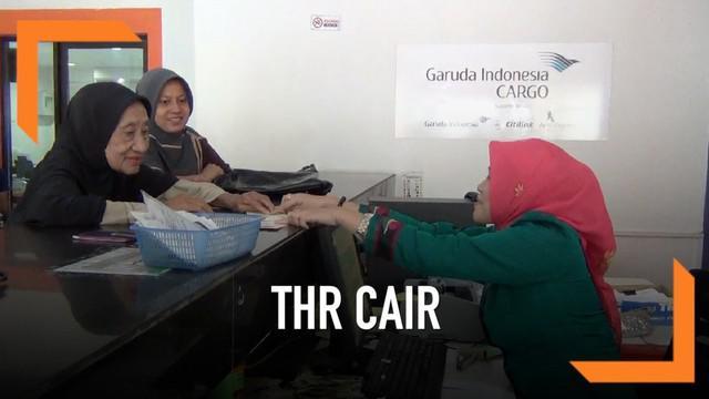 Ratusan pensiunan di Kendari baik dari TNI, Polri, dan sipil menikmati turunnya tunjangan hari raya atau THR.