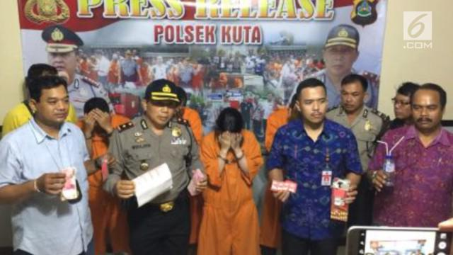 Seorang wanita yang mengaku pramugari ditangkap polisi karena memakai sabu.