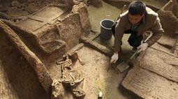 Peneliti meneliti kerangka Sapi, kepala domba dan kuku yang juga ditemukan di pemakaman tersebut sebagai tradisi Luhun Raya pada saat itu. Para ahli percaya bahwa pemakaman ini milik seorang bangsawan dari kerajaan kecil di Cina. (Dailymail)