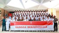 Seluruh anggota Paskibraka Nasional 2019 dari Tim Merah Foto Bersama Para Pelatih Usai Melaksanakan Tugas (Ratu Annisa Suryasumirat/Liputan6.com)