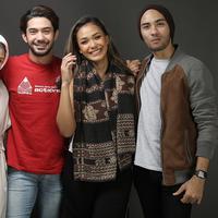 Media visit film Critical Eleven (Bambang E. Ros/bintang.com)