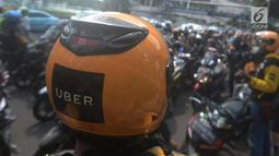 Pengemudi Uber melakukan konvoi perpisahan Bundaran HI, Jakarta, Sabtu (7/4). Setelah Uber di akuisisi oleh perusahaan Grab kini sebagaian besar driver berpindah ke Gojek. (Merdeka.com/Imam Buhori)