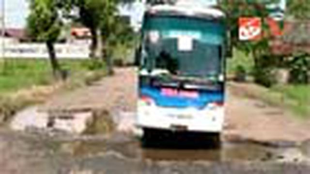 Kerusakan jalur Pantura Lingkar Selatan di Pemalang, Jateng, semakin parah. Padahal jalur lingkar selatan merupakan jalur vital untuk kendaraan berat antarpulau dan antarprovinsi.