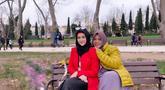 Pemilik nama lengkap Cut Ratu Meyriska begitu menikmati setiap momen liburan ke luar negerinya bersama keluarga. Ia dan ibunya, Cut Suhamita tampak begitu kompak dan akur saat berada di Topkapi, Turki (Liputan6.com/IG/@cutratumeyriska)