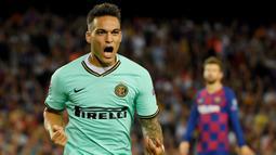 1. Lautaro Martinez – Pemain berusia 21 tahun ini merupakan striker andalan di Inter Milan. Berkat penampilan apiknya untuk klub dan negaranya, Ia digadang-gadang menjadi penerus Lionel Messi. (AFP/Lluis Gene)