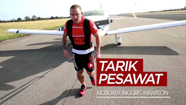 Berita video kickboxer asal Inggris, Carl Thomas, melakukan aksi galang dana dengan maraton sambil menarik pesawat.