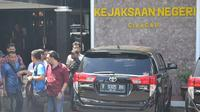 Hiruk pikuk di Gedung Kejaksaan Negeri (Kejari) Cilacap, Jawa Tengah menjelang eksekusi terpidana mati kasus narkoba di Lapas Nusakambangan. (Foto: Liputan6.com/Muhamad Ridlo)