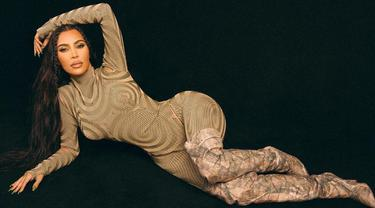 Kim Kardashian Pakai Yeezy Heels dan Outfit Rp69 Juta di Promosi KKW Beauty