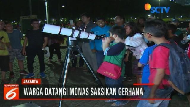 Komunitas hingga perorangan saksikan gerhana bulan di kawawan Monas.