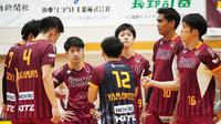 Rivan Nurmulki dan rekan-rekannya di Nagano Tridents. (foto: Instagram @tokkochan2020)