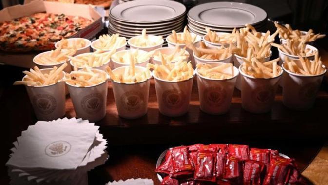 Donald Trump menjamu tim Clemson Tigers dengan makanan cepat saji (AP Photo/Susan Walsh)