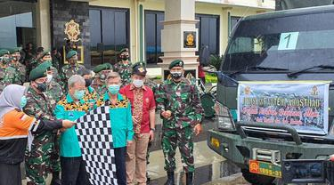 Divisi 3 Kostrad berikan 8 truk bantuan untuk korban gempa Sulbar  (Liputan6.com/Fauzan)