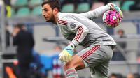 Gianluigi Donnarumma akan bertahan lebih lama di Milan. (VINCENZO PINTO / AFP)