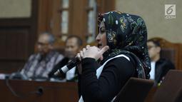 Deisti Astriani Tagor saat menjadi saksi pada sidang dugaan merintangi penyidikan korupsi E-KTP dengan terdakwa Bimanesh Sutarjo di Pengadilan Tipikor, Jakarta, Senin (16/4). Sidang mendengar keterangan saksi. (Liputan6.com/Helmi Fithriansyah)