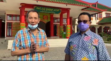 Gubernur DKI Jakarta bersama Jusuf Hamka saat meninjau Masjid Babah Alun Desari (Foto: Istimewa).
