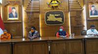 Konferensi pers perkembangan kasus virus corona baru yang memicu COVID-19 di Gedung Grahadi, Rabu (25/3/2020) (Foto: Liputan6.com/Dian Kurniawan)