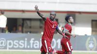 Kapten Timnas Indonesia, Boaz Solossa, saat pertandingan melawan Fiji pada laga persahabatan di Stadion Patriot, Bekasi, Sabtu, (2/9/2017). Skor berakhir imbang 0-0. (Bola.com/M Iqbal Ichsan)