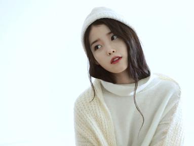 Baru-baru ini beredar kabar jika IU memutuskan untuk memperpanjang kontrak dengan agensinya, Kakao M. IU dan agensi ini sudah bekerja sama sejak 2008 silam. (Foto: soompi.com)