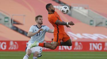Pada 10 menit pertama, Belanda belum menemukan ritme permainan mereka. Pada sisi lain, Skotlandia tampil dengan permainan apik dan berbahaya. (Foto: AP/Miguel Morenatti)