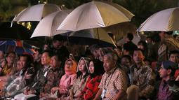 Jusuf Kalla bersama beberapa Mentri pada saat pembukaan TAFISA Games 2016 ke-6 di Mall Ancol Beach City, Jakarta, Sabtu (8/10/2016). Pembukaan TAFISA 2016 ini diwarnai hujan. (Liputan6.com/Herman Zakharia)