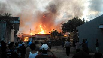 Dinihari Pria di Aceh Mendadak Bakar Rumahnya Sendiri, Bagaimana Nasib Istri?