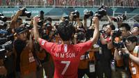 Pemain Timnas Korea Selatan U-23, Son Heung-min, setelah mengalahkan Jepang di final sepak bola putra Asian Games 2018 di Stadion Pakansari, Cibinong, Sabtu (1/9/2018). (Bola.com/Dok. INASGOC)