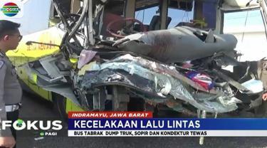 Insiden ini juga menyebabkan empat orang penumpang bus mengalami luka-luka