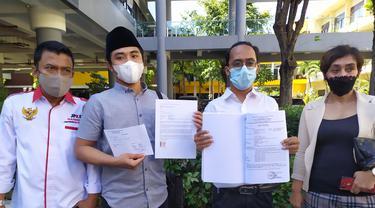 As'ad Ulul Albab, warga Bangkalan Madura, mengadukan nasib ayahnya ke Polda Jatim. (Dian Kurniawan/Liputan6.com)