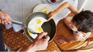 Setiap orangtua pasti ingin memberikan yang terbaik bagi buah hati termasuk menu sarapan. Nah, menurut riset terbaru telur merupakan menu sarapan yang baik karena ada beberapa alasan di baliknya.