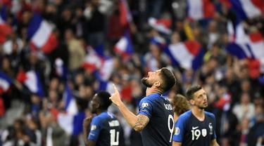 Striker Prancis, Olivier Giroud, merayakan gol yang dicetaknya ke gawang Albania pada laga Kualifikasi Piala Eropa 2020 di Stade de France, Paris, Sabtu (7/9). Prancis menang 4-1 atas Albania. (AFP/Lionel Bonaventure)