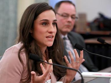 Peraih medali emas Olimpiade senam Jordyn Wieber menceritakan kasus pelecehan seksual yang dilakukan oleh dokter tim senam AS, Larry Nassar di Gedung Kantor Senat Russell di Capitol Hill (18/4). (Chip Somodevilla / Getty Images / AFP)