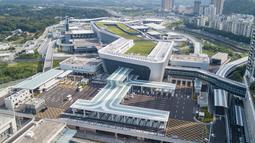 Foto dari udara menunjukkan Pos Pemeriksaan Perbatasan Pelabuhan Liantang/Heung Yuen Wai di perbatasan Hong Kong-Shenzhen di China selatan (26/8/2020). Pos Pemeriksaan Perbatasan Pelabuhan Liantang/Heung Yuen Wai mulai dibuka untuk truk kargo pada Rabu. (Xinhua/Mao Siqian)