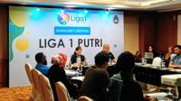Sekjen PSSI, Ratu Tisha Destria, saat memimpin managers meeting dan drawing Liga 1 Putri 2019 di Hotel Sultan, Jakarta, Minggu (8/9/2019). (Bola.com/Muhammad Adiyaksa)