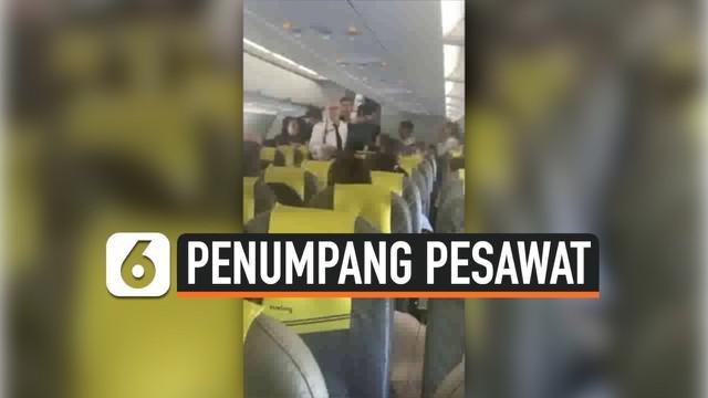 Seorang penumpang mengunci diri di pesawat karena tidak memiliki boarding pass atau paspor. Akibatnya seluruh penumpang maskapai Vueling VY 8720 dievakuasi ke penerbangan lain.