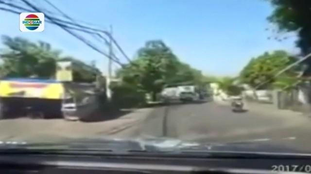 Mengaku mendapat bisikan gaib, pemuda ini harus berurusan dengan pihak kepolisian akibat melempar kaca mobil dengan batu.