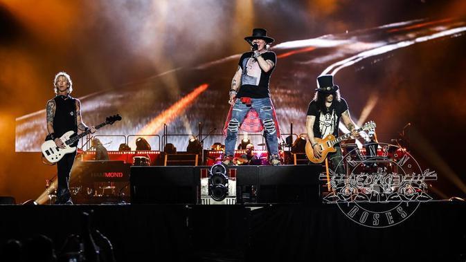 Axl Rose bersama Guns N' Roses (dok. Instagram @gunsnroses/https://www.instagram.com/p/BpyBnQmAkt9/Putu Elmira)#source%3Dgooglier%2Ecom#https%3A%2F%2Fgooglier%2Ecom%2Fpage%2F%2F10000