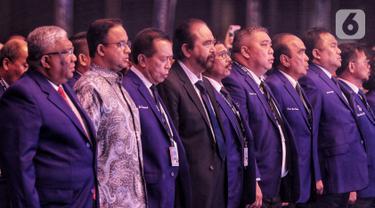 Ketum Partai NasDem Surya Paloh (tengah) bersama Gubernur DKI Jakarta Anies Baswedan (kedua kiri) menghadiri pembukaan Kongres II Partai NasDem di JIExpo, Jakarta, Jumat (8/11/2019). Kongres II Partai NasDem mengusung tema Restorasi Untuk Indonesia Maju. (Liputan6.com/Johan Tallo)
