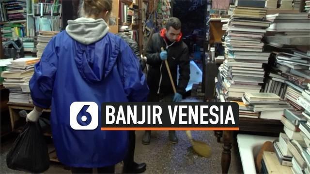 Banjir besar yang menerjang Venesia Italia membuat toko buku terindah di dunia ikut terendam. Kerugian yang dialami toko tersebut capai 150 ribu euro.